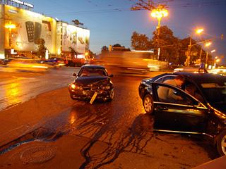 Водитель, пострадавший в VIP-ДТП на Тверской: власти хотят изъять видеозаписи с места столкновения