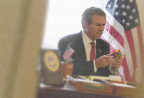 Джордж Буш-младший и кубик-рубик