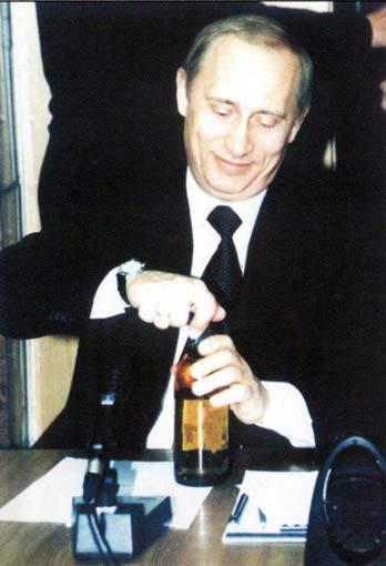 Владимир Путин открывает пиво