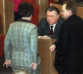 К депутату Райкову - задрав подол
