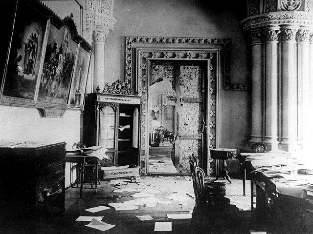 Революция 1917: Штурмовавшие Зимний дворец палили из пушек по лежачим