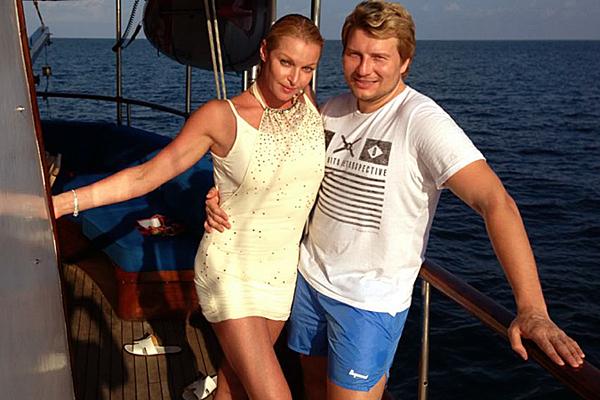 """Откровенные фото Баскова с Волочковой """"слили"""" в Сеть"""