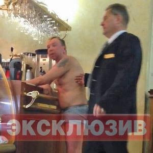 Музыкант Гарик Сукачев провел недельный запой в московском отеле (Фото)