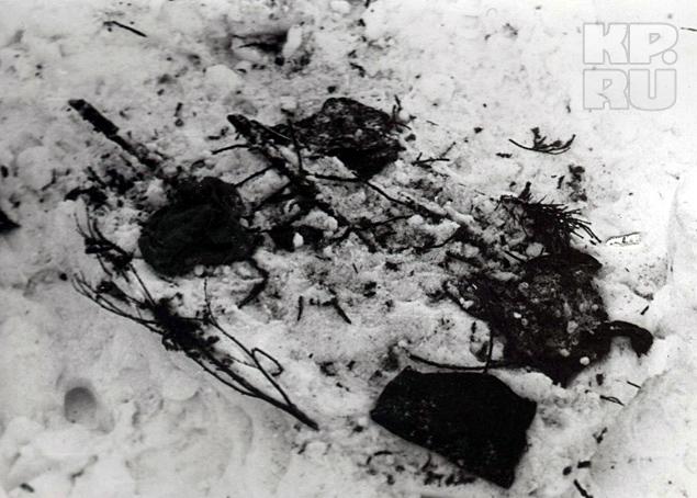 Мужчины в строгих костюмах отобрали у девушек записи о гибели дятловцев