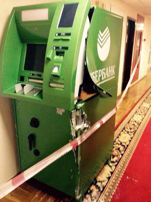 Ночью в Госдуме раскурочили банкомат (Фото)